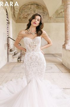 da2145f09adf9d Mermaid wedding dress TEINI with gold lace embroidery and