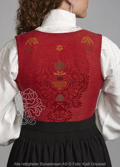 Nordmørsbunad til dame - BunadRosen AS Folk Costume, Costumes, Norway, All Things, Scandinavian, Christmas Sweaters, Folklore, Traditional, Sewing