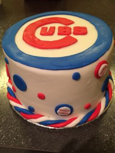 Cubs cake with baseballs