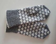 Dye yarn in microwave oven. Knitted Mittens Pattern, Knitting Paterns, Knit Mittens, Knitting Charts, Knitted Gloves, Knitting Socks, Knitting Projects, Crochet Patterns, Fingerless Mittens
