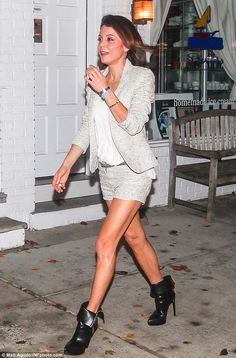 Strutting down Main Street: The former talk show host showcased her new brunette bob and her toned legs in a pair of black floppy high-heeled booties Street Chic, Street Style, Ramona Singer, Tiny Shorts, Bethenny Frankel, Skinny Girls, Real Housewives, Hollywood Celebrities, Her Style