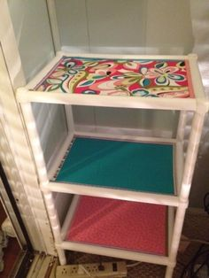 brightened up plastic shelves with fabric Upcycled Furniture, Furniture Projects, Diy Furniture, Plastic Storage Shelves, Metal Shelves, Cheap Shelving Units, Shelf Units, Shelf Makeover, Cardboard Crafts