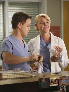 Katherine Heigl and T.R. Knight in Grey's Anatomy