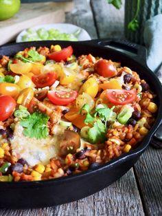 Texmex linsegryte (vegetar) Frisk, Quesadilla, Tex Mex, Hot Sauce, Cobb Salad, Salsa, Vegan Recipes, Curry, Food And Drink