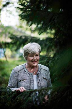 Elisabeth Rehn on asunut yksin metsikön keskellä Hilassa marraskuusta 2004, jolloin aviomies Ove kuoli.