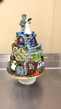 Halloween cake piped in buttercream icing by Laurie Grissom