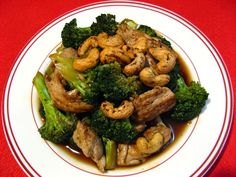 Oyster Sauce Cashew Broccoli Chicken (蠔油腰果西蘭花雞, Hou4 Jau4 Jiu1 Gwo2 Sai1 Laan4 Faa1 Gai1)