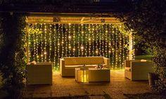 gazebo illuminato per una festa estiva in giardino