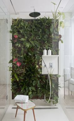 Living Wall Bathroom Awesome Living Wall for Creating Your Own Vertical Garden Bathroom Living Wall Bathroom. The easy way to add a living wall in a bathroom … Vertical gardens and residentia… Interior Garden, Bathroom Interior, Interior And Exterior, Interior Design, Interior Plants, Indoor Garden, Indoor Plants, Jungle Bathroom, Bathroom Wall