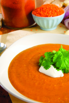 Recepty z červené čočky   Recepty podle surovin   Recepty   PRO - BIO, první český výrobce biopotravin Soup Recipes, Healthy Recipes, Thai Red Curry, Food And Drink, Vegan, Cooking, Ethnic Recipes, Soups, Spreads