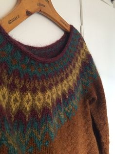 Inspiration This Lopi sweater was inspired by a sweater by a fellow knitter, see it here! Jenn and I have discussed the finer points of Lopi sweater making and I had thought I should do some short. Knitting Yarn, Knitting Patterns, Knitting Ideas, Sweater Making, Ravelry, Knit Crochet, Pullover, Sewing, Purple