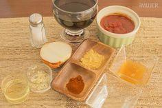 La receta secreta de la salsa barbacoa - IMujer:Ingredientes: 1 taza de ketchup1 taza de bebida sabor cola1/2 cebolla3 cucharadas de miel1 cucharada de aceite1/3 taza de vinagre1 diente de ajo picado2 cucharadas de mostaza en polvo1 cucharadita de pimentónSal