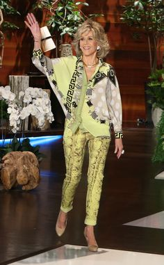 Black and Yellow from Fashion Police Love the pants. Hate them together, Jane Fonda! Over 50 Womens Fashion, 50 Fashion, Fashion Over, Vintage Fashion, Jane Fonda Barbarella, Leopard Print Coat, Lady Jane, Actrices Hollywood, Advanced Style