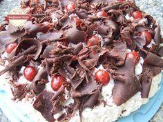 Questa è una torta davvero godereccia. Peccato che... la ricetta originale sia coperta da copyright.   Con la città di Zurigo, in realtà no...