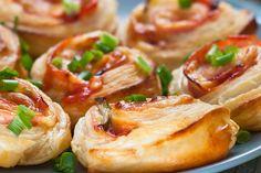 Sajtos, sonkás, paradicsomos csigák pihe-puha kelt tésztából - Csak úgy eteti magát - Recept | Femina