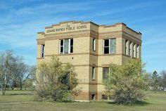 Abandoned Castles, Abandoned Houses, Abandoned Places, Old Houses, Old Hospital, Abandoned Hospital, Derelict Buildings, Old Buildings, Grand Forks North Dakota
