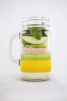 Food, smoothie, apple, orange Juice. Photographer: Esteban brocos Production: BrocosFoto, Editorial.