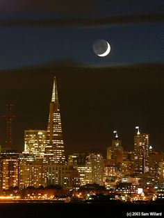Crescent Moon Over San Francisco, the city sits on the water sooo beautifully! San Francisco Bay, San Francisco California, California Dreamin', Beautiful Moon, Most Beautiful Cities, Beautiful World, Perfect World, Best Cities, City Lights