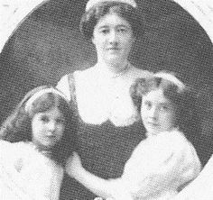 Photograph of Lady Allan, and her daughters Anna (left) and Gwendolyn (right) Maybe 1909 as M is wearing her new Cartier Tiara