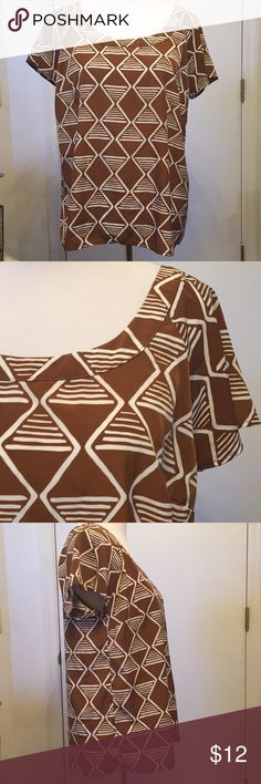 "Brown Top White Geometric Print Size M Old Navy Old Navy loose fitting shirt sleeve brown shirt with white Geometric pattern.  Excellent condition. Size Medium.  Blue belt is for sale in ""hats, belts, scarves"" section! Old Navy Tops Blouses"
