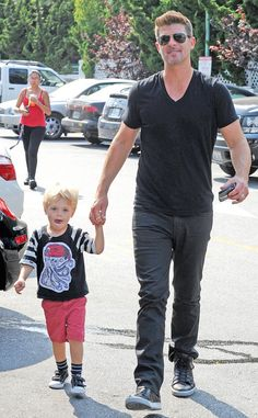 """Days after another awesome """"Blurred Lines"""" performance at the BET Awards, it's back to daddy duties for Robin Thicke as he takes his son Julian grocery shopping."""
