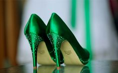 A stunning pair of emerald green pumps to go with this Irish themed shoot!