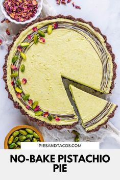 No-Bake Pistachio Pie with Oreo crust, a creamy and rich filling, so easy to make, and absolutely delicious! Pistachio Pie, Pistachio Cheesecake, Pistachio Dessert, Pistachio Recipes, Cheesecake Recipes, Cheesecake Bites, Indian Desserts, Fun Desserts, Delicious Desserts
