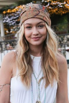 Die Top 10 der Coachella-Frisuren 2015 The Top 10 Coachella Hairstyles Turban. Looks like mode Festival Looks, Festival Style, Festival Hair, Festival Fashion, Bandana Hairstyles, 2015 Hairstyles, Hairstyle Look, Cool Hairstyles, Teen Style