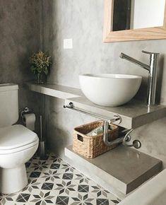 Un baño sin revestimientos, solo se enfocaron en el piso ✅dejando los muros y el lavado en cemento, Les gusta como se ve? Bathroom Inspo, Bathroom Inspiration, Bathroom Interior, Grey Bathrooms, Small Bathroom, Timeless Bathroom, Toilet Room, Downstairs Toilet, Home Deco