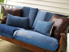 Awesome idea for a porch swing! repurposed denim not sure I love it, but I do have a large stack of old jeans I really should do something with. Denim Couch, Denim Furniture, Deco Originale, Denim Ideas, Denim Crafts, Recycled Denim, Slipcovers, Home Projects, Repurposed