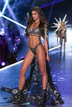 Taylor Marie Hill sexy lingerie on 2018 Victoria's Secret Fashion Show in NYC Victoria Secret Angels, Victorias Secret Models, Victoria Secret Fashion Show, Adriana Lima Victoria Secret, Victoria's Secret, Modelos Victoria Secrets, Inka Williams, Taylor Marie Hill, Vs Fashion Shows