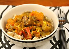 Caribbean chicken curry with chunks of butternut squash and red bell peppers, served over rice. (From The Perfect Pantry) (Chicken Curry Noodles) Slow Cooker Recipes, Cooking Recipes, Healthy Recipes, Slow Cooking, Crockpot Recipes, Caribbean Chicken, Caribbean Rice, Chicken And Butternut Squash, Jamaican Recipes