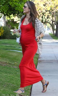 Vestido longo vermelho e casaquinho listrado