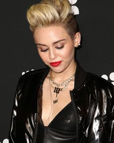 cool 25 Glorious Miley Cyrus Hair Ideas – Funky Styles for Unique Look Check more at http://newaylook.com/best-miley-cyrus-hair-ideas/