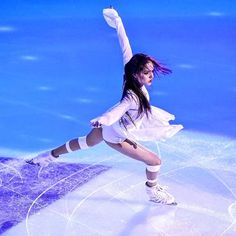 "Evgenia ex gala 2019 ""I don't wanna be you anymore"" Figure Skating Quotes, Figure Skating Outfits, Russian Figure Skater, Yuzuru Hanyu, Tessa Virtue Scott Moir, Medvedeva, Ice Skaters, Ice Dance, World Of Sports"