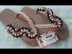 TRAMA LEQUE DE PÉROLAS - YouTube Cute Flip Flops, Decorating Flip Flops, Beaded Sandals, Glass Slipper, Sock Shoes, Hair Bows, Slippers, Pearls, Handmade