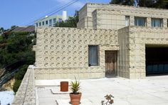Ennis House, Los Angeles Films: Blade Runner (1982), House on the Haunted Hill (1999), The Day of the Locust (1975), and many others. This stunning futuristic looking house was actually built almost a century ago, in 1924, by Frank Lloyd Wright.