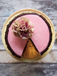Chocolate cake with raspberry meringue. #drsugar