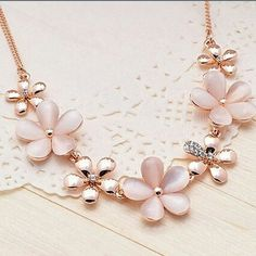 Luxury+rhinestone+cats+eye+stone+pendant+necklace Deluxe+baroque+style+make+you+so+charming+and+graceful A+perfect+gift+for+family,+friends+or+anyone+you+love Also+a+good+ornaments+for+dinner+party,+festival,+wedding,+ceremony  Features: Condition:+New+without+tags Material:++Alloy,+Opal,+...