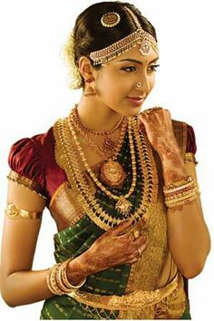 Traditional south indian Tamil Bride wearing bridal saree and jewellery Indian Wedding Jewelry, Indian Bridal Wear, South Indian Jewellery, Gold Jewellery, Bridal Jewellery, Indian Jewelry, Ear Jewelry, Jewellery Designs, Indian Wear