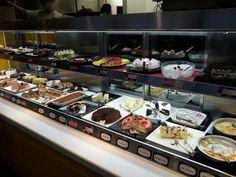 ケーキバイキング cake buffet    東京ではケーキバイキングの値段は1480円からです。  In tokyo, cake buffet starts with 15$
