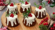 Christmas Snacks, Xmas Food, Christmas Cupcakes, Holiday Desserts, Holiday Treats, Mini Cakes, Cupcake Cakes, Happy Cook, Food Platters