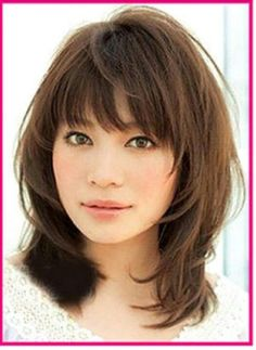 Haircuts for shoulder-length hair with bangs # curls # hairlength # diagonal bangs hairstyles About Haarschnitte für schulterlanges Haar mit Pony - Neu Haare Frisuren 2018 PinYou can easily use my p Medium Haircuts With Bangs, Medium Layered Haircuts, Haircut Medium, Haircut Long, Layered Haircuts For Medium Hair With Bangs, Medium Length Hair Cuts With Bangs, Asian Haircut, Hair Styles For Medium Hair With Layers, Bang Haircuts