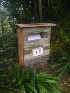 A new letterbox: recycled fence palings, ceramic numbers from Portofino, Italy. Wooden Mailbox, Diy Mailbox, Diy Fence, Wooden Diy, Fence Slats, Mailbox Ideas, Wood Fences, Scrap Wood Crafts, Backyard Plan