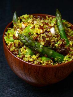 Salade de quinoa au curcuma et asperges vertes vegetarisch lifestyle recipes grillen rezepte rezepte schnell Veggie Recipes, Salad Recipes, Diet Recipes, Vegetarian Recipes, Healthy Recipes, Vegetarian Lifestyle, Polenta, Healthy Cooking, Healthy Eating