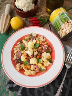 Salata cu naut, conopida si sos tahini - Bucataresele Vesele Tahini, Pasta Salad, Potato Salad, Potatoes, Ethnic Recipes, Food, Salads, Crab Pasta Salad, Potato