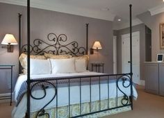 Pretty bed. Nice paint color.