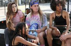 Betty (OSC City) Qu'est-ce que c'est que cette nouvelle série HBO ? Pro Skate, Skate Girl, Smells Like Teen Spirit, Hbo Series, Skateboard Art, Netflix, Iconic Women, Minimalist Poster, Movies Showing