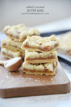 Salted Caramel Butter Bars Recipe - These yummy dessert bars have a rich buttery shortbread crust topped with creamy caramel and sprinkled with salt. Melt in your mouth buttery goodness! Party Desserts, Cookie Desserts, Just Desserts, Delicious Desserts, Dessert Recipes, Yummy Food, Peanut Butter Ice Cream, Butter Bar, Toffee Recipe