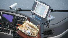 Et prosjekt for å utvikle en ny betalingsløsning for kollektivreisende er i gang. Målet er at bussene skal ha en felles datamaskin som gjør at passasjerene kan betale som de vil, uavhengig av lokale billettsystem. Transportation Technology, Public Transport, Bags, Handbags, Bag, Totes, Hand Bags